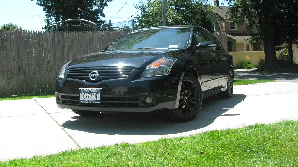 Sedan with Painted 08 coupe wheels, just finished!!   Nissan